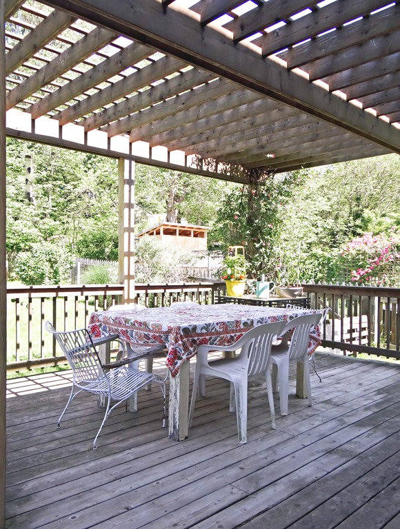 Backyard Pergola Dining